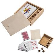 Τράπουλα και ζάρια σε ξύλινο κουτί
